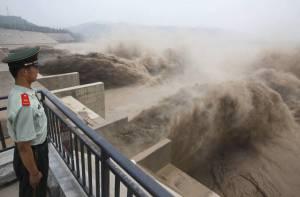 L'apertura della diga di Xiaolangdi